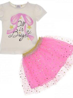 Розова пола с тюл и блестящи златни зведи по нея в комплект с бяла блуза с къс ръкав и щампа на панделка с нежни розови мъниста.