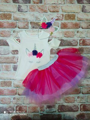 Комплект пола с много тюл в нюански на лилавото, бяла блуза с ефектен ръкав, изкуствени цветчета и диадема Еднорог