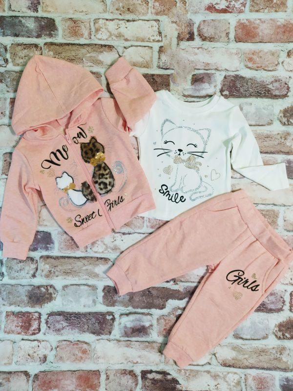 Розов ватиран суитчър с котета, бяла блуза блестящо коте, розово долнище с вата
