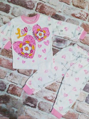 Бяла пижама с розови сърца