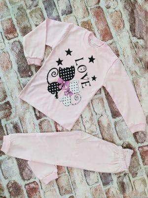 Розова пижама с котки