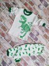 Бяла пижама с динозаври