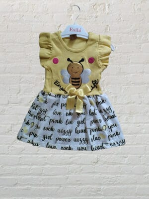 Лятна рокля в жълто с пчеличка. Панделката може да се откача.