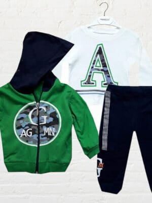 Комплект за момче три части зелен суичър, бяла блуза и черно долнище.